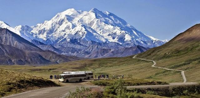 Gunung Denali Denali atau dikenal juga dengan nama McKinley adalah gunung tertinggi di Kawasan Amerika Utara. Puncak tertinggi Denali yang berada di angka 6.168 mdpl merupakan salah satu dari seven summit dunia. Salah satu gunung terindah dunia ini terletak di negara bagian Alaska, Amerika Serikat.
