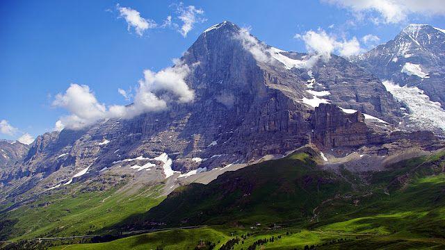 Gunung Eiger Eiger yang berada di pegunungan Alpen merupakan salah satu gunung terindah di dunia. Wajah batunya yang begitu luas menjadikan gunung ini begitu menantang untuk ditaklukkan para pemanjat.
