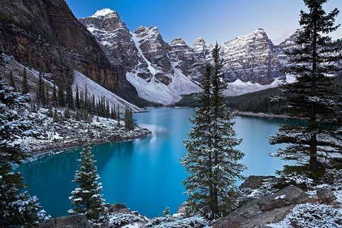 Pegunungan Rocky Pegunungan Rocky merupakan rangkaian pegunungan yang memanjang di sebelah barat Amerika Utara. Panjangnya lebih dari 3 ribu mil (4.800 kilometer) membentang dari British Columbia, di Kanada, sampai New Mexico, di Amerika Serikat. Puncak tertingginya adalah Gunung Elbert, di Colorado, kurang lebih 4.401 meter) di atas permukaan laut (dpl).