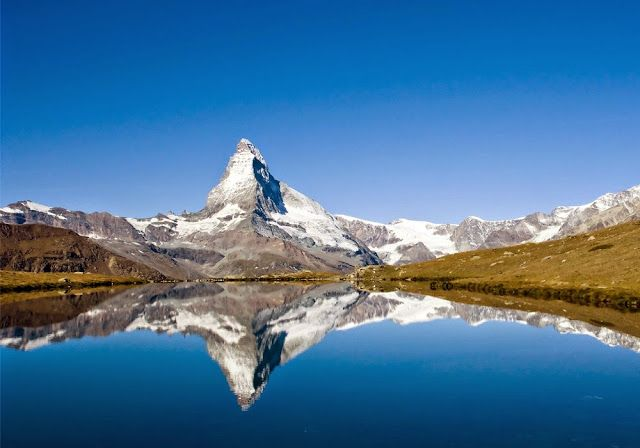 The Matterhorn The Matterhorn adalah sebuah gunung yang terletak di wilayah Swiss yang berbatasan dengan Italia. Puncak tertingginya yang mencapai angka 4.478 mdpl membuat the Matterhorn menjadi salah satu gunung tertinggi di pegunungan Alpen.