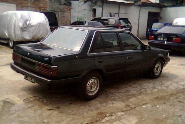 Ford Laser. Pasti kamu seringliat bentuk buritan ikonik ini. Ford Laser di Indonesia lebih sering dijadikan taksi.