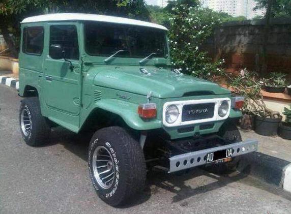 Toyota Hardtop. Anak-anak generasi 90an pasti takut kalo liat ini. Identik dengan mobil penculik di film dan sinetron.