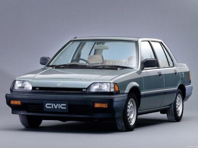 Honda Civic. Mobil sedan kesukaan banyak keluarga Indonesia. Bahkan sampe sekarang.