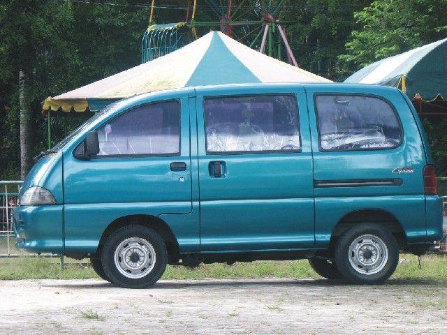 Daihatsu Espass. Muncul di era awal 2000an sebagai mobil keluarga. Ironisnya justru lebih dikenal juga sebagai mobil penculik di sinetron.