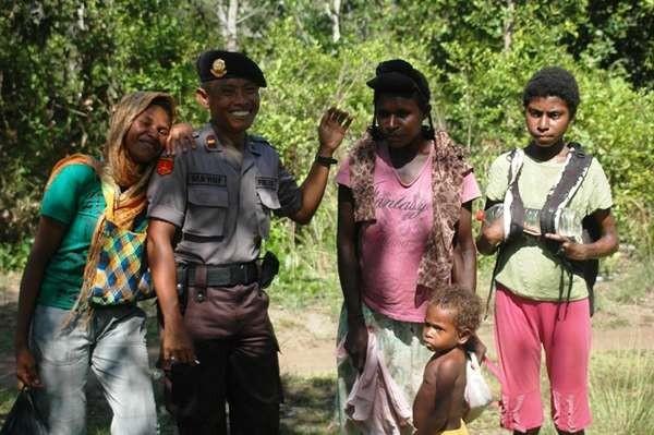 15 Foto Ada Yang Lucu Di Perbatasan Indonesia Yang Ngaku Orang