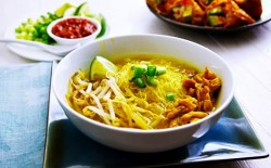 Soto ayam khas Bandung Lezat