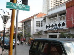 10 Jalan Legendaris di Indonesia yang Wajib Kamu Kunjungi