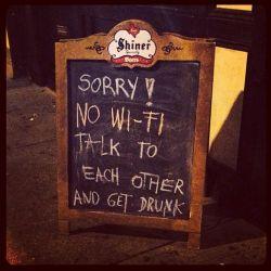 Peraturan Unik Restoran Tidak Menyediakan Wi-Fi Untuk Pengunjungnya! Salah Satunya Ada di Indonesia, Loh !