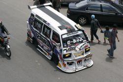 MENAKJUBKAN! Angkutan Umum Indonesia Juga Bisa Keren Dan Mewah!