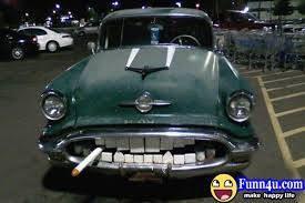 The Smoker Car. Mungkin saking doyannya sama rokok ya. Sampai-sampai pemiliknya memodifikasi mobil ini.