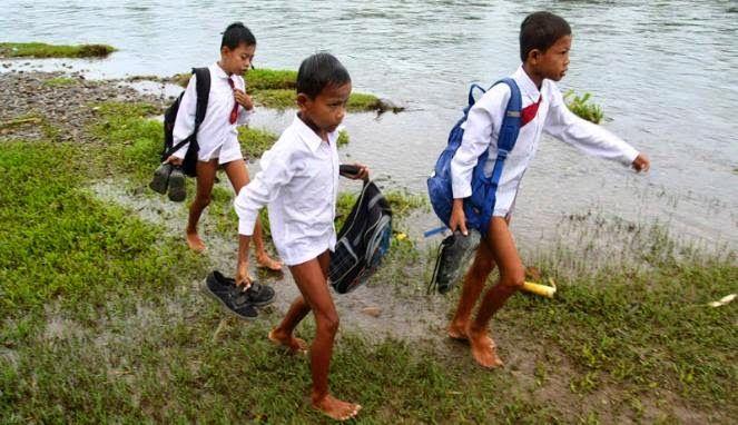 #10 Lihatlah semangat mereka untuk sekolah!