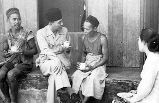 Bung Karno juga hobi ngopi bareng masyarakat