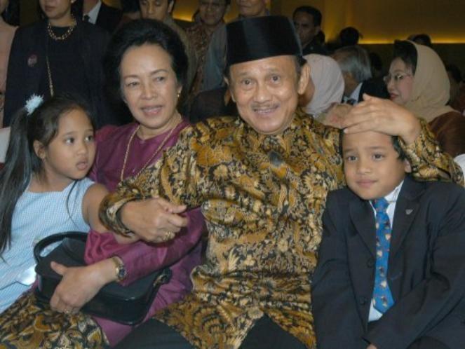 Momen ketika Pak Habibie lagi bareng keluarga