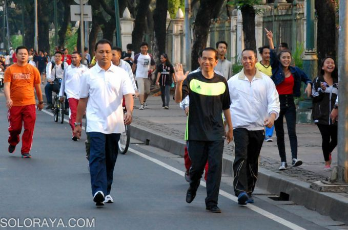 Pak Jokowi lagi jalan-jalan santai