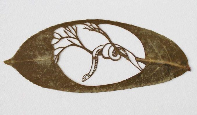 #12 Seekor ular di atas ranting