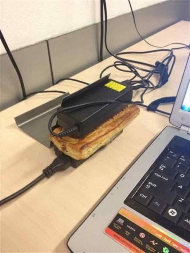 Pengen makan croissant tapi tetap hangat? cukup menempelkan 2 charger laptop diatas dan dibawahnya..anget deh! Yuk share ide Gila ini ke teman-temanmu Pulsker!
