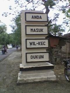 Desa ini ada di dua daerah , yaitu di gresik dan magelang