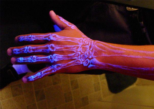 Tatto tulang jari tangan.