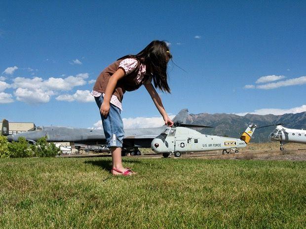 Ini helikopternya yang kecil atau anaknya yang besar ya??