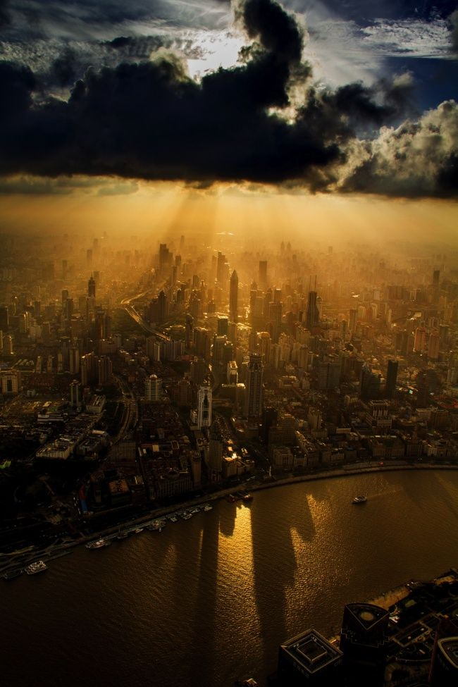 Foto ini diambil dari sebuah operator crane, Shanghai.
