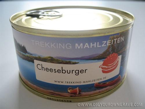 Cheeseburger in a Can Burger dalam kaleng adalah makanan temuan Jerman. Tapi banyak orang ragu sama rasa dari burger berisi roti, daging, mentimun, mayonnaise, dan saus tomat. Burger ini bisa kamu beli dengan harga sekitar 70 ribu rupiah.
