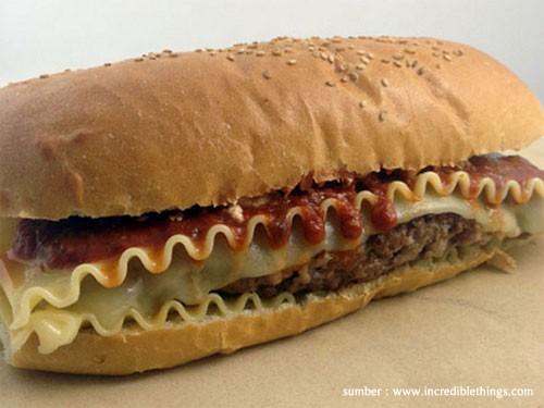 Lasagna Burger Gabungan dari Lasagna dan Burger yang tentunya layak untuk dicoba... Kedengarannya enak sih...
