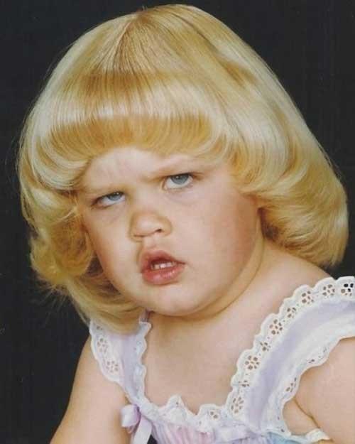 Kayanya potongan rambutnya nggak begitu aneh, yang aneh malah wajahnya.