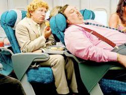 Suka Duka Penumpang Pesawat Kelas Ekonomi, Tingkahnya Bikin Ngelus dada !