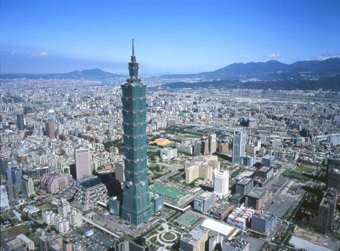 3. Taipei 101 Tinggi : 509 m Lokasi : Taipei, Taiwan Jumlah lantai : 101 Pembukaan tahun : 31-12-2004 Dalam banyak aspek, gedung ini adalah salah satu pencakar langit yang paling maju yang pernah dibuat Manusia sampai sekarang. memiliki keunggulan yaitu fiber optik dan hubungan internet satelit yang dapat mencapai kecepatan 1 gigabyte per detik.