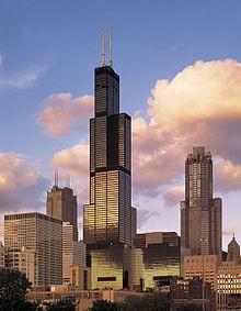 8. Willis Tower Lokasi : Chicago, AS Tinggi : 442 m Dibangun tahun : 1997- 1973 Jumlah lantai : 108 Menara Willis yang sebelumnya bernama Sears Tower Pada saat penyelesaian pada tahun 1973, itu adalah bangunan tertinggi di dunia, melebihi World Trade Center menara di New York, dan memegang jabatan ini selama hampir 25 tahun. Menara Willis adalah bangunan tertinggi di Amerika Serikat dan ketujuh tertinggi struktur berdiri bebas di dunia .