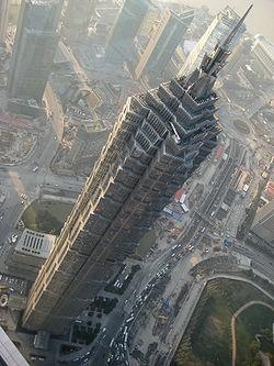 9. Jin Mao Building Lokasi : Shanghai, China Tinggi : 420,5m Dibuka tahun : 28 Agustus 1998 Jumlah lantai : 88 Jin Mao Tower Ini berisi kantor-kantor dan Shanghai Grand Hyatt Hotel . Sampai tahun 2007 ini menjadi bangunan tertinggi di RRC, yang tertinggi kelima di dunia dengan ketinggian atap dan tertinggi ketujuh dengan puncak ketinggian.Dan JMT bersebelahan dengan Shanghai World Financial Center.