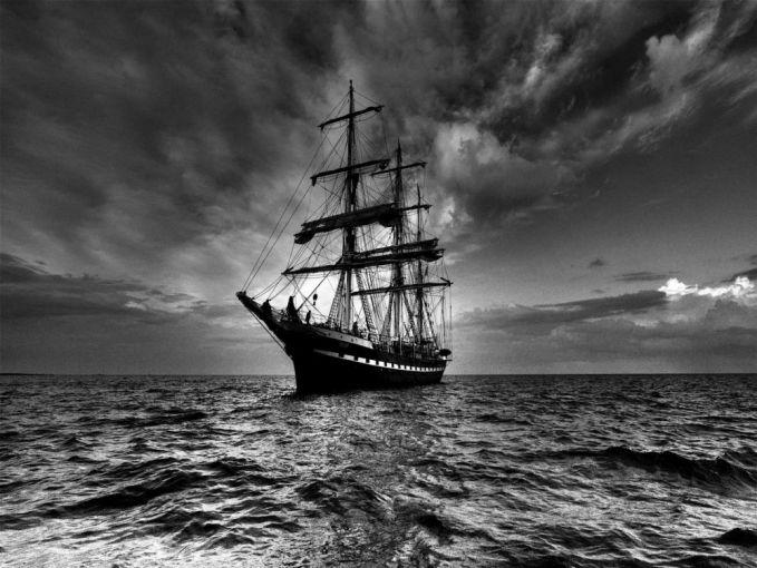 2. Mary Celeste Kisah Mary Celeste adalah kisah yang sangat mengandung kemistisan dan misteri. Delapan awak kapal menghilang entah kemana. Dan sampai saat ini kisah ini menjadi kontroversi besar.