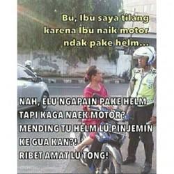 Cewek Selalu Benar ! Meme Lucu pak Polisi yang lagi Nilang Cewek Bikin geleng-geleng kepala