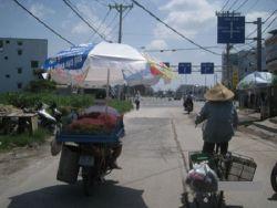 GOKIL ! Ternyata Bukan cuma di Indonesia, Orang Vietnam pun Juga Gokil Dalam Menghadapi Panas !