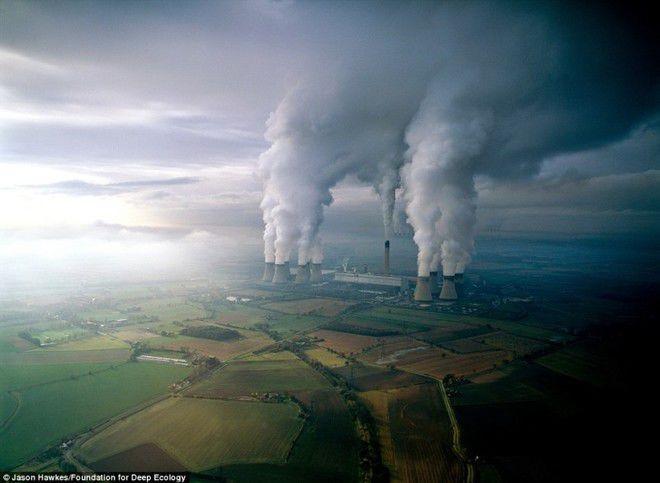 Foto 1 : Polusi Pabrik Pasti kamu sudah tahu banget kalau pembangkit listrik tenaga uap yang membutuhkan batu bara ini adalah salah satu penyumbang polutan udara di bumi.