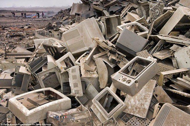 Foto 6 : Sampah Non Organik Bisa bayangkan kalau bumi yang sudah tua usianya ini masih juga dipenuhi dengan sampah-sampah seperti ini?