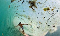 GAMBAR MENYEDIHKAN tentang Sampah di Laut Yang Semakin Parah