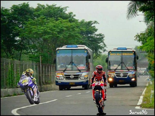 #5 MOTO GP Hahaha bahkan bus-bus Indonesia ini sudah bersiap-siap untuk membalap Valentino Rossi dan Marc Marquez. Gokil abis nih busnya.