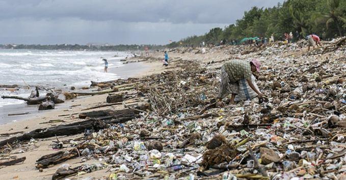 #5 Bayanagan berlibur di pantai yang indah dengan pasir putih sudah sirna karena sampah-sampah ini. Duhhh..