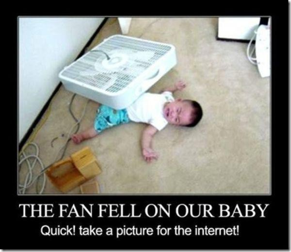 apa yang anda lakukan ketika anaknya nangis ketimpa kipas angin? difoto....?