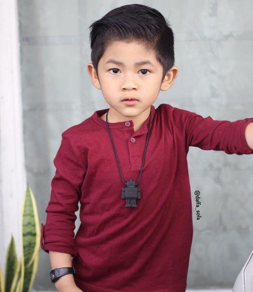 Punya gaya cool layaknya pria dewasa, Daffa Abyan Sofa atau Daffa ini membuat publik kagum. Cool... Sumber: Instagram @daffa_sofa