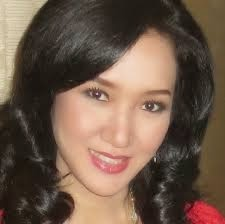 8. Florentina R. Wahjuni Dr.Florentina R. Wahjuni adalah orang Indonesia pertama yang memperoleh CERTIFICATE OF QUALIFICATION IN PHYTOBIOPHYSICS INTERNATIONAL langsung dari Founder PHYTOBIOPHYSICS yaitu Prof. Dr. Diana Mossop, MD. Selain itu, Dokter Floren, demikian panggilan akrabnya, juga mempelajari berbagai terapi komplementer atau Integrative Medicine, antara lain Mind and Hypnotherapy, Emotional Freedom Technique, Energy Healing, Herbal Therapy, dll. Kepeduliannya pada masalah kesehatan umum dan khusus seperti autism, mengantar Dokter Floren menjadi pembicara seminar kesehatan maupun acara on air di radio maupun TV. Minat Dokter Floren untuk mengembangkan metode kesehatan yang dipelajarinya, semakin besar karena dukungan dari berbagai pihak terutama para pasiennya, yang dengan senang hati merekomendasikannya pada teman dan kerabatnya atas kesembuhan mereka setelah berobat dengan Dokter Floren. Dokter yang low profile ini kini meleburkan PHYTOS CLINIC yang dimilikinya dengan RS MEILIA Cibubur.
