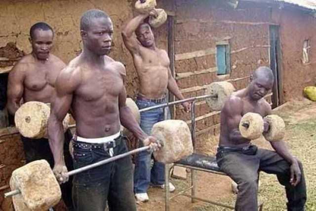 3.Gym Center , Dengan hanya Menggunakan Batu Pun Bisa , Badannya ajak smpe Sixpack gitu :v