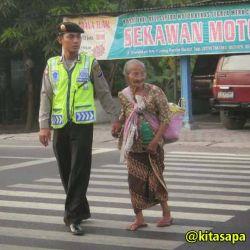 [15 GAMBAR] Masih ADA Polisi BAIK di Indonesia