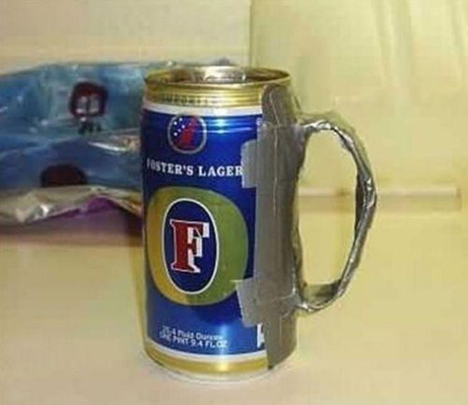 Kalau pengen minum minuman kaleng pakai pegangan, kamu bisa meniru cara ini!