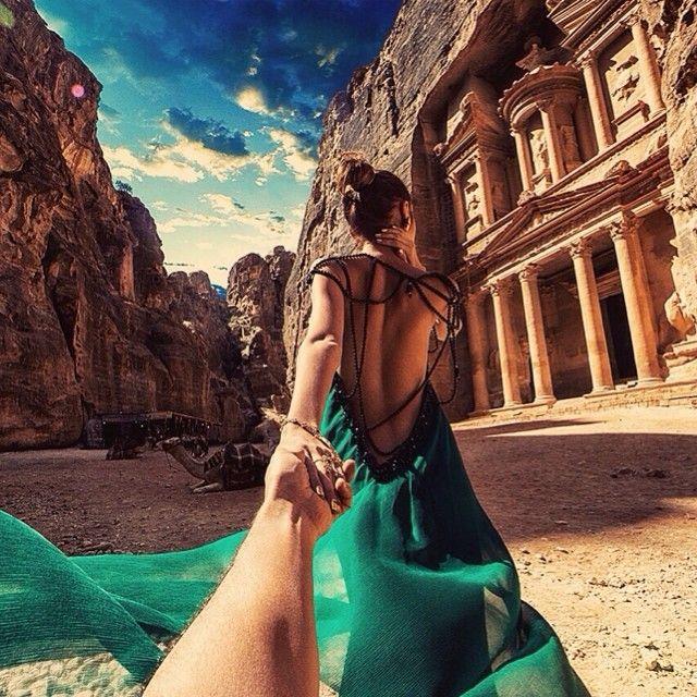 #3 PETRA Tempat ini adalah salah tempat yang dilindungi oleh UNESCO. Tempat ini juga termasuk salah satu keajaiban dunia. Petra adalah sebuah tempat yang terletak di Yordania.