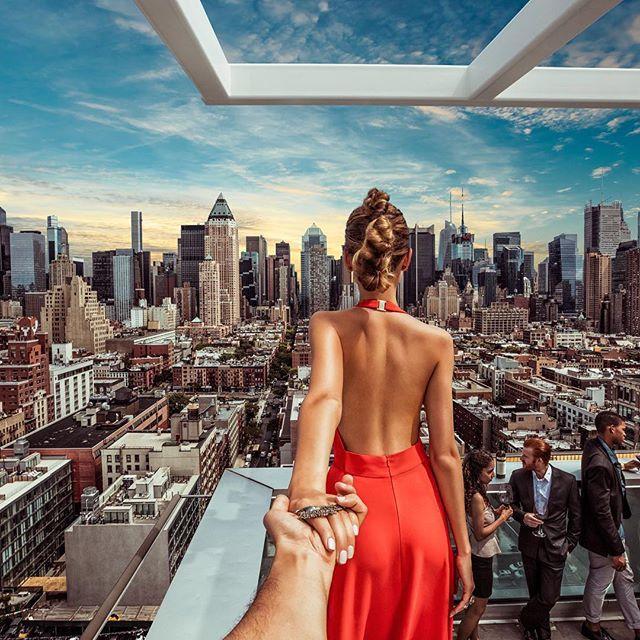 #10 MANHATTAN Mereka juga sangat menyukai berpose pada salah satu gedung pencakar langit. Pada kali ini mereka berada pada salah satu gedung yang ada di Manhattan, Amerika Serikat.