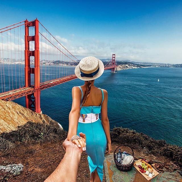 #11 SAN FRANCISCO Mereka juga tiba di salah satu kota lain di Amerika Serikat. Pada kesempatan kali ini, mereka mengunjungi jembatan penyeberangan besar yang berada di San Francisco.