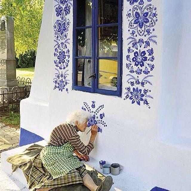 #15 PELUKIS Untuk menjadi pelukis grafiti pada dinding itu tidak mengenal usia. Contohlah nenek yang masih produktif ini. Sungguh sangat menginspirasi. kliklinkER silakan share jika artikel ini menginspirasimu! Terima kasih