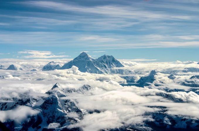 Pada titik tertinggi Gunung Everest, kamu akan menghirup hanya sepertiga dari jumlah oksigen yang konsumsi dalam kondisi normal, ini disebabkan oleh tekanan udara yang berkurang.